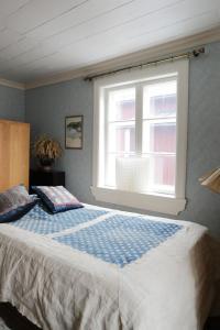 Säng eller sängar i ett rum på 1800's Townhouse