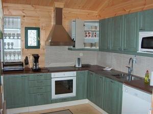 Кухня или мини-кухня в Honkaniemen Huvilat Mäntyharju