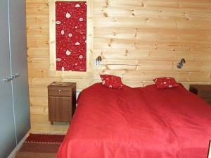 Кровать или кровати в номере Honkaniemen Huvilat Mäntyharju