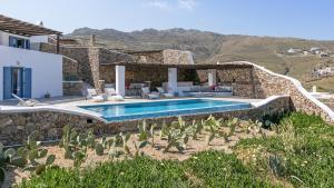 בריכת השחייה שנמצאת ב-Mykonos Panormos Villas או באזור