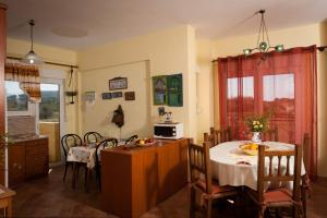 A restaurant or other place to eat at Beach Villa Kalavarda
