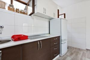 A kitchen or kitchenette at Villa Reminiscence