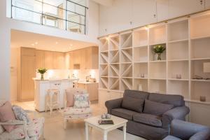 A seating area at Maison de village dans le coeur de Saint Tropez