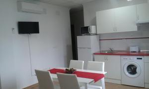 Una cocina o zona de cocina en Apartamentos Tursol