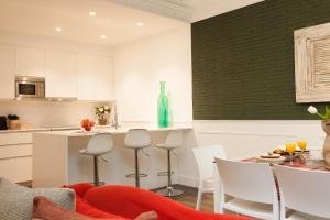 O bucătărie sau chicinetă la Enjoybcn Tallers Apartment