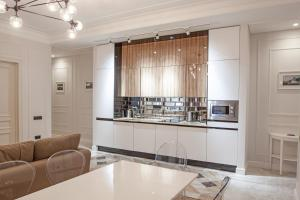 A kitchen or kitchenette at ImperialApart Fontanka