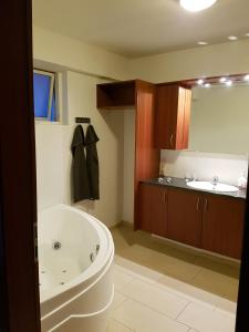 A bathroom at Fossvegur