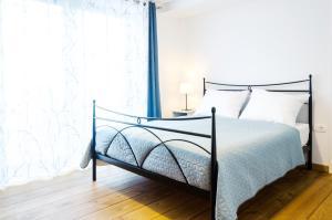 Postelja oz. postelje v sobi nastanitve Loft and Palma Apartments