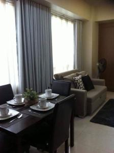 A seating area at CC5H One Palm Tree Villas