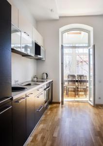 A kitchen or kitchenette at Red Brick Apartments