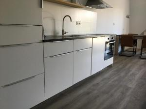 A kitchen or kitchenette at Residence het Centrum