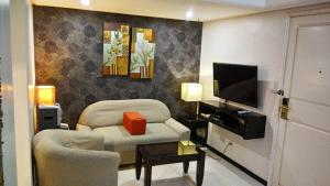 A seating area at Ralph Anthony Suites
