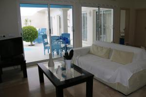 Een zitgedeelte bij Villa Solares
