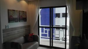 A seating area at Apartamento no Meireles