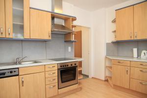 A kitchen or kitchenette at Appartementhaus Anna