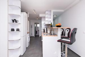 O bucătărie sau chicinetă la Two-Bedroom Apartment Diosa Tanit