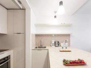 A kitchen or kitchenette at Lisbon Serviced Apartments - Baixa