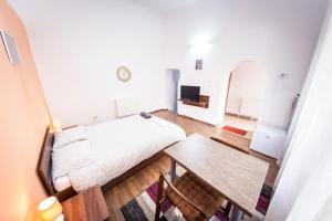 Un pat sau paturi într-o cameră la Central Studio