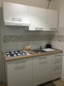 A kitchen or kitchenette at La Casa di Archimede
