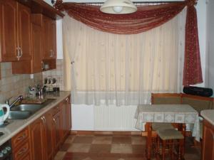 Una cocina o zona de cocina en Dom u Zenona