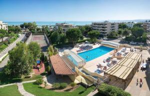 A view of the pool at APPARTEMENT A 50 M DE LA MER, RESIDENCE SECURISEE or nearby