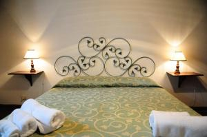 A bed or beds in a room at Villa Palazzo Bello Cetona