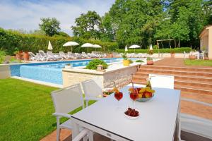 The swimming pool at or close to Apartments Tena