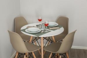 Um restaurante ou outro lugar para comer em Aveiro Train Flat
