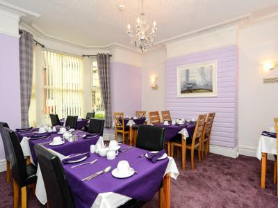 A restaurant or other place to eat at Berwyn Guest House