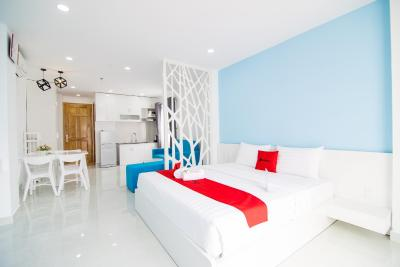 RedDoorz Plus near Nguyen Hue Walking Street