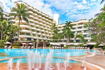 The swimming pool at or near Shangri-La Hotel Singapore