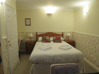 A bed or beds in a room at Newport Quay