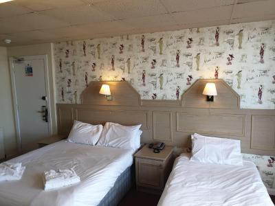 The Parisienne Hotel - Laterooms
