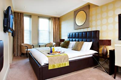 A bed or beds in a room at Washington Mayfair Hotel