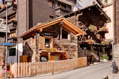 兹高格瓦吉小木屋酒店