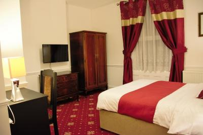 A bed or beds in a room at Crown Lodge Guest House