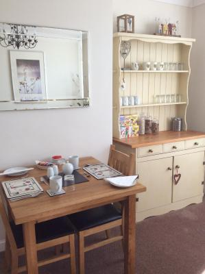 A kitchen or kitchenette at Fernlea Guest house