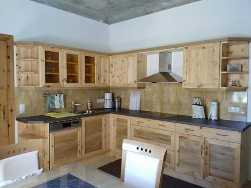 A kitchen or kitchenette at Gartler's Appartements