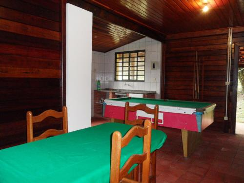 A pool table at Chacara Primavera Motta