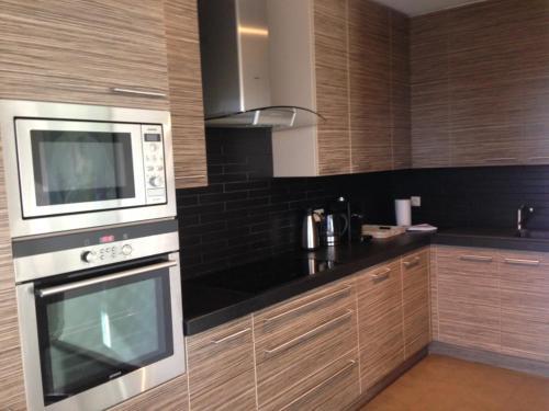 Cuisine ou kitchenette dans l'établissement Comfort Aan Zee Penthouse