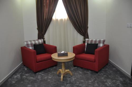 A seating area at Dar Al Ward - Alrawda