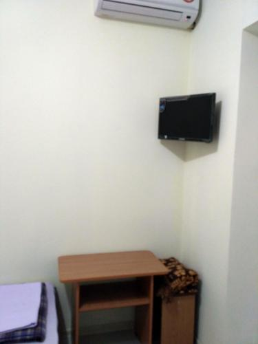 A television and/or entertainment center at Guest House Berezhok