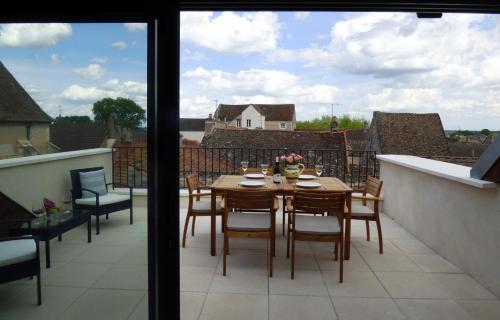 A balcony or terrace at Chez Montrachet
