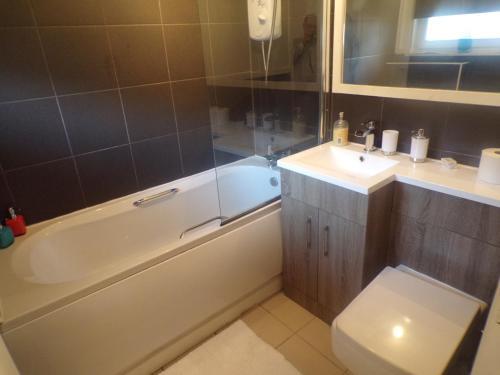 A bathroom at City Centre Suites