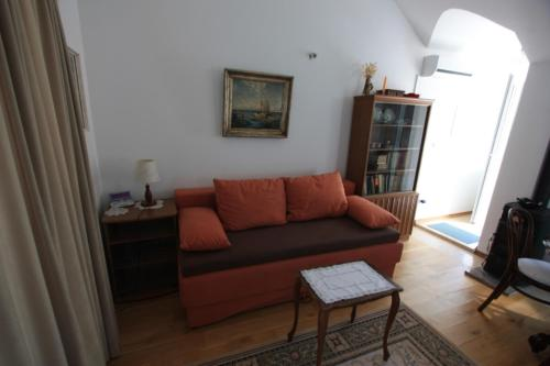 A seating area at Apartment Lidija