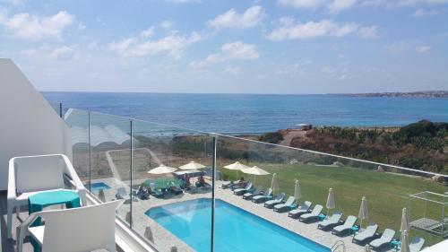 Vaizdas į baseiną apgyvendinimo įstaigoje Marica's Boutique Hotel arba netoliese