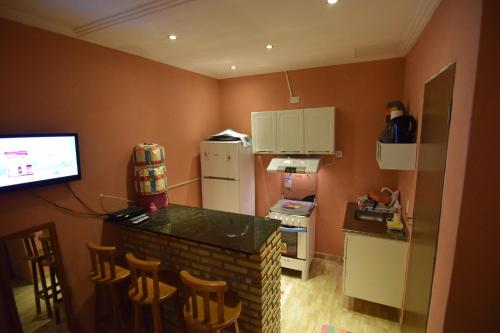 A kitchen or kitchenette at Flat da Esmeralda