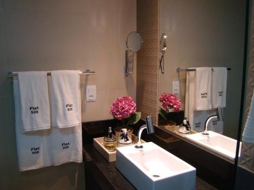 A bathroom at Flat 508 Recife