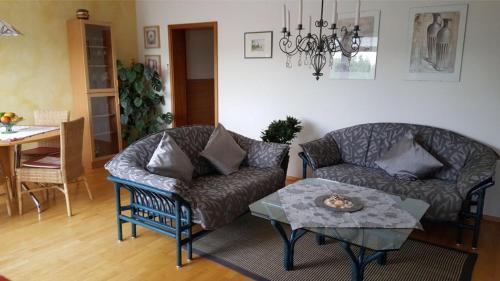 Ein Sitzbereich in der Unterkunft Ferienwohnung Nähe Messe und Uni Augsburg