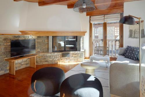 A seating area at Apartamentos Vielha IV